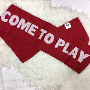 SF come to play scarf